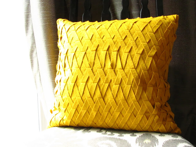 How To Make Decorative Throw Pillow Covers : Craftionary