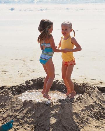 make a water pond on beach