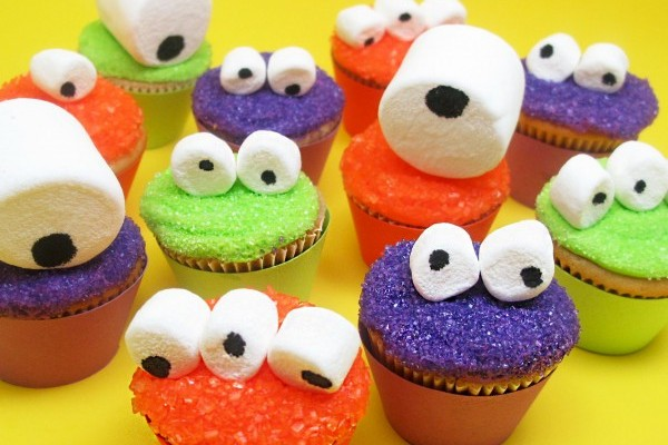 Halloween cupcake monsters