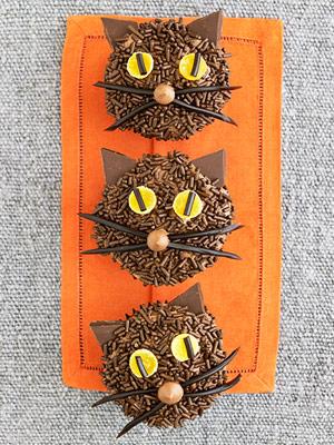 Halloween cat cupcakes
