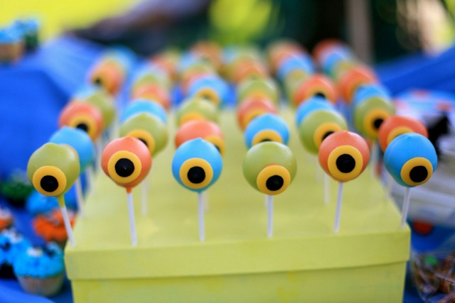 kids eyeball cake pops