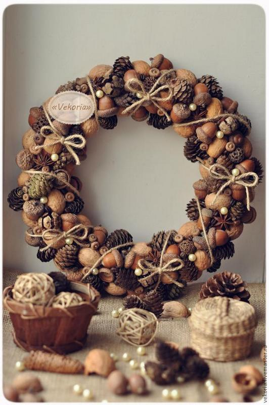 DIY acorn wreath natural
