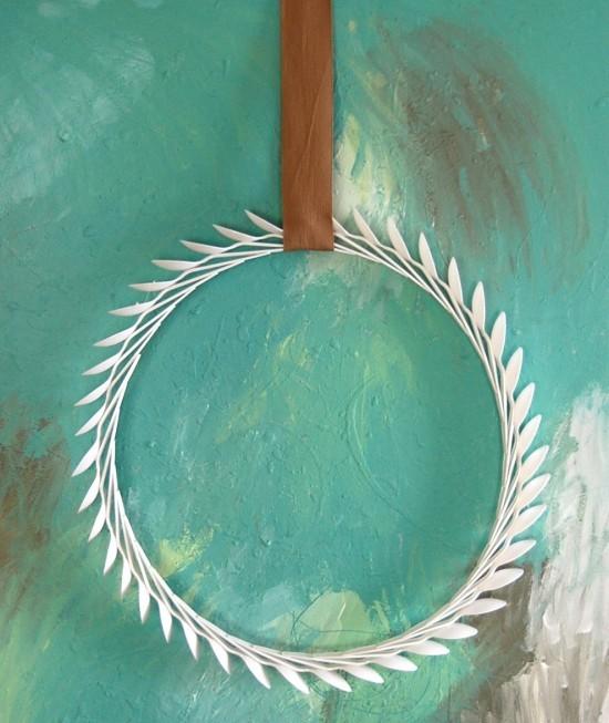 diy plastic spoons wreath
