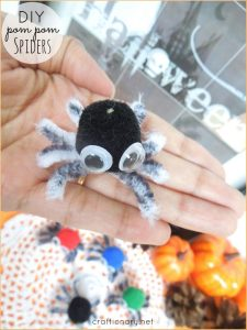 DIY Pom Pom Spiders (Halloween Craft)