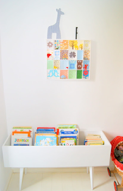 kids books display table