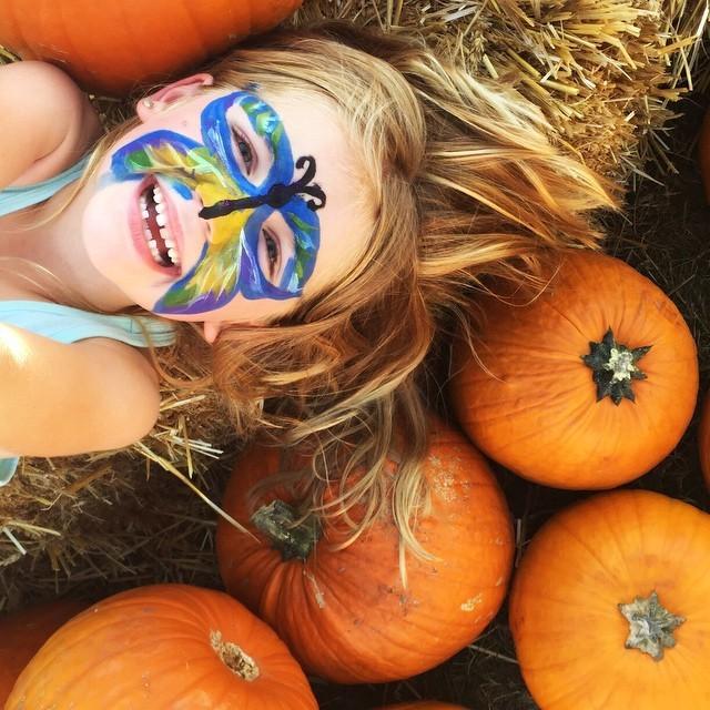 Harvest pumpkin photo idea for kids