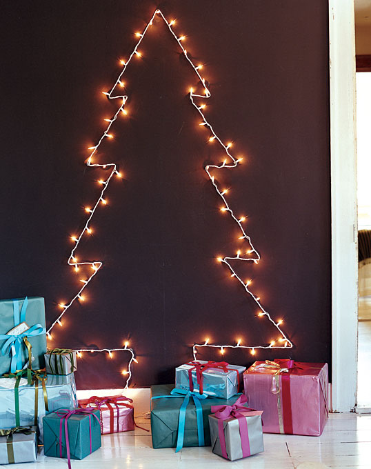 christmas tree on the wall using string lights - How To String Lights On A Christmas Tree