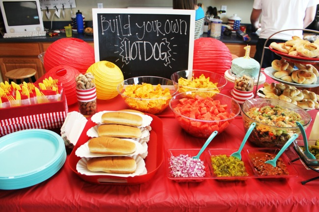 Hot dog food bar